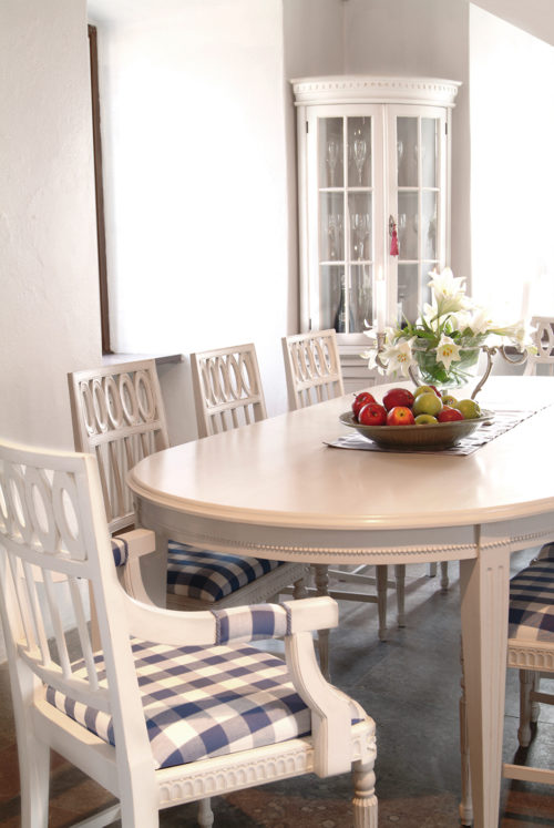 Gustavian Dining Table with Pearl Detail