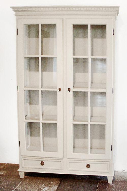 Gustvian Vitrine Two Doors in classic white finish